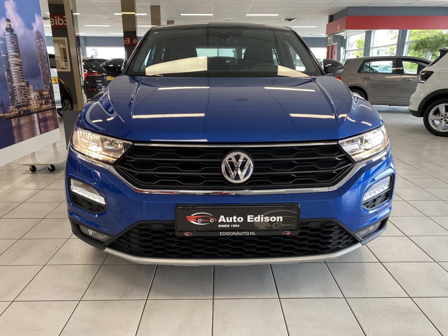 Volkswagen-T-Roc-6