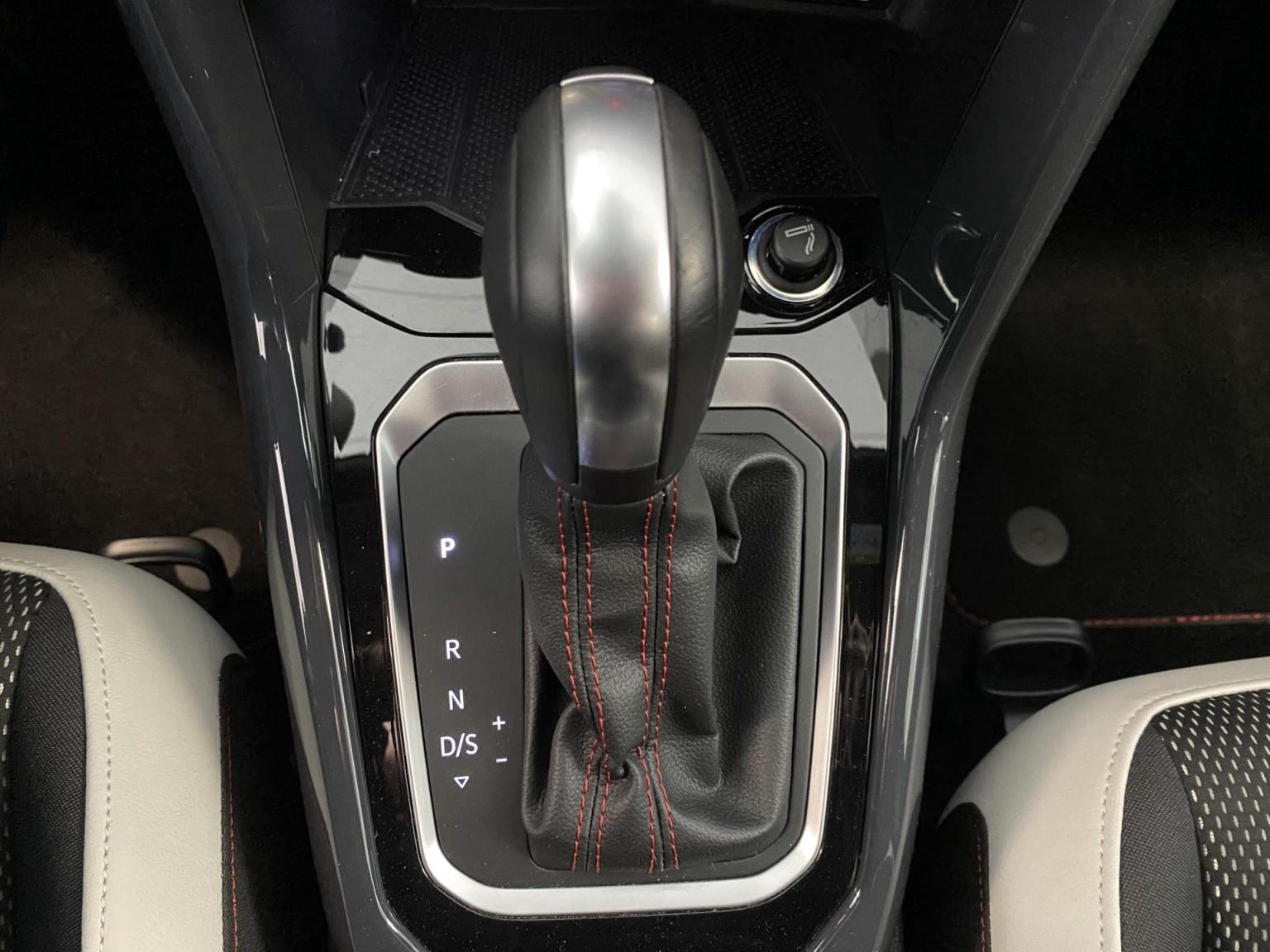 Volkswagen-T-Roc-22